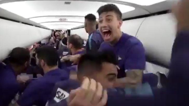 Zenit futbolcuları şampiyon olduğunu uçakta öğrendi