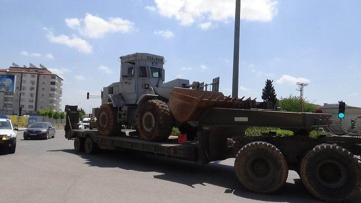 Suriye'ye zırhlı iş makinesi sevkıyatı
