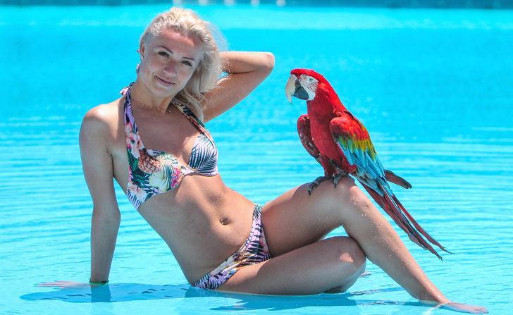 Papağan Alex ile tatil fotoğrafı