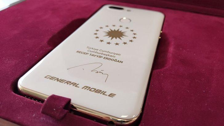Cumhurbaşkanı Erdoğan'a özel üretim akıllı telefon! İşte özellikleri...