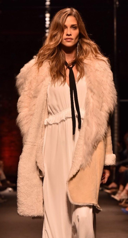 Türkiye hayranı süper model Antalya'ya geliyor