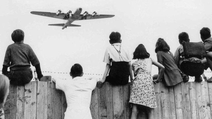 Almanya Tarihi 'Hava Köprüsü'nün 70. Yıldönümünü Kutluyor