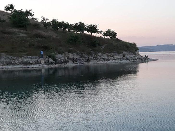 Serinlemek için girdiği Fırat Nehri'nde boğuldu
