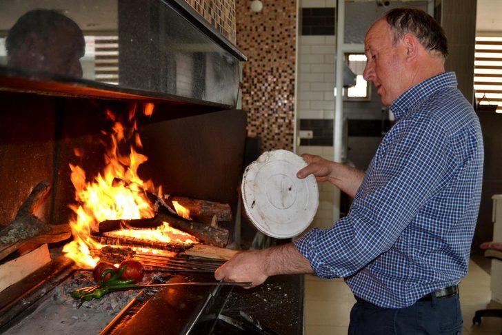 Salihli Odun Köfte'nin lezzeti için meşe odunu şart