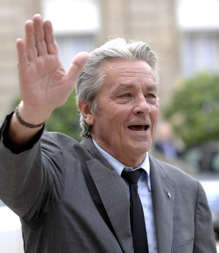 Cannes'da Alain Delon'a karşı başlatılan kampanyada 18 bin imza toplandı