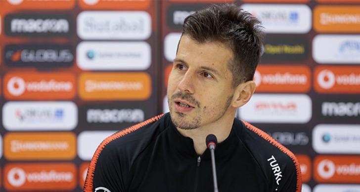 Emre Belözoğlu (Başakşehir): Futbolu bırakabilir.