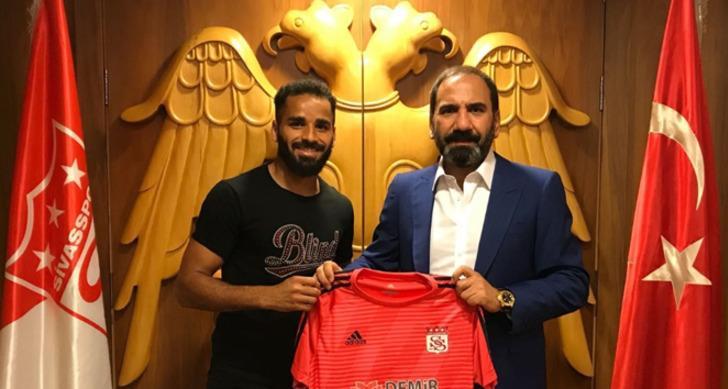 Douglas (Barcelona): Sivasspor'da kiralık oynuyor, Galatasaray'la adı geçiyor.