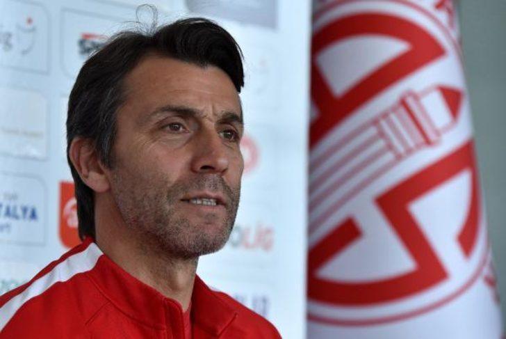 Antalyaspor, Bülent Korkmaz ile yola devam ediyor