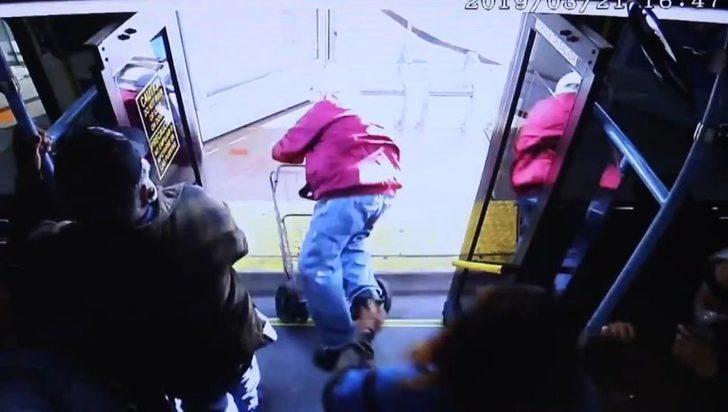 Yaşlı adamı otobüsten iterek düşürdü, cinayetle yargılanıyor!
