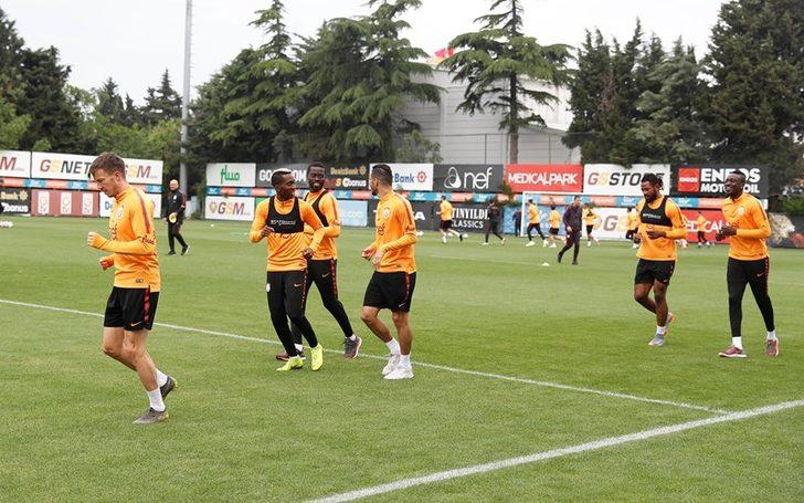 Galatasaray'da Sinan Gümüş, antrenmanı yarıda bıraktı