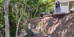 Kozluk'ta binanın bahçesinde toprak kayması yaşandı