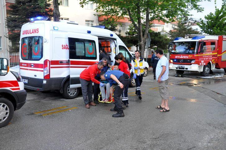 Yangında mahsur kalan yaşlı çift ve bakıcılarını itfaiye kurtardı