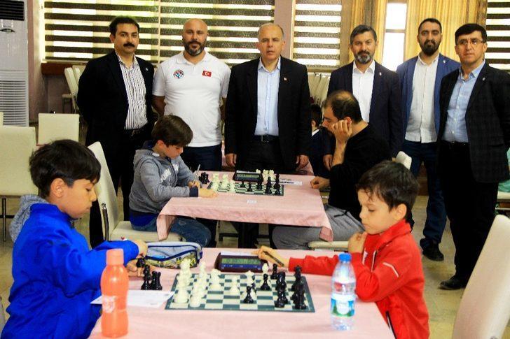 19 Mayıs Atatürk'ü Anma Satranç Turnuvası başladı