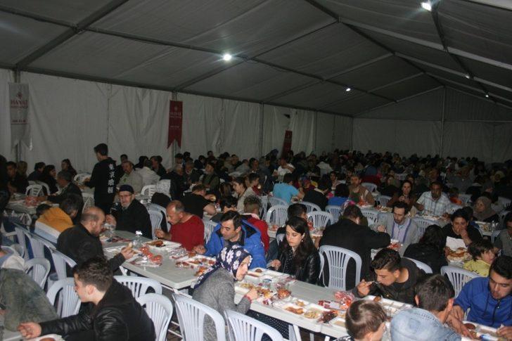Özkul'dan iftar sofrasına katkı