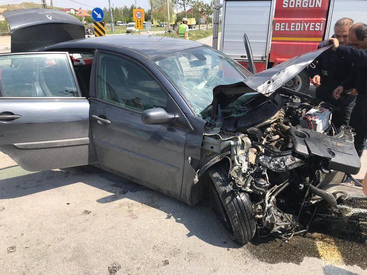 Sorgun'da kamyon ile otomobil çarpıştı: 5 yaralı