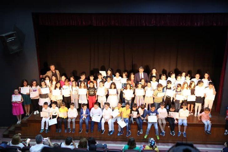 İngilizce kursiyerleri sertifikalarını aldı