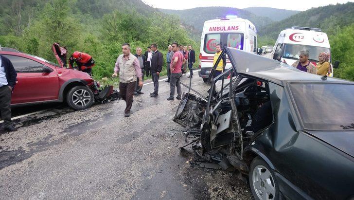 Karabük'te 2 otomobil çarpıştı: 1 ölü, 4 yaralı