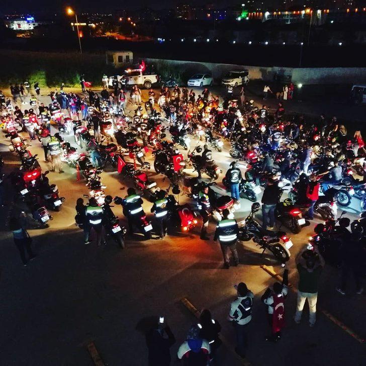 Bursa'da motosikletli fener alayı!