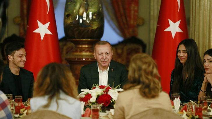 Cumhurbaşkanı Erdoğan'ın Dolmabahçe'deki iftar yemeğinde Mesut Özil sürprizi!