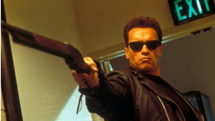 Arnold Schwarzenegger'e uçan tekmeli saldırı!