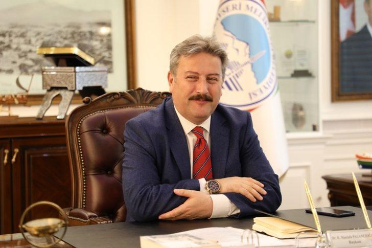 """Melikgazi Belediye Başkanı Dr. Mustafa Palancıoğlu; """"Yetimlerin Bayramlıklarını Melikgazi Belediyesi Hediye Ediyor"""""""