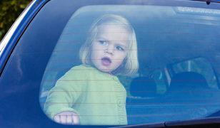 7 çocuğu arabada kapalı bırakan anneye gözaltı şoku!