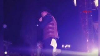 Şarkıcının zor anları! Yüzü yandı