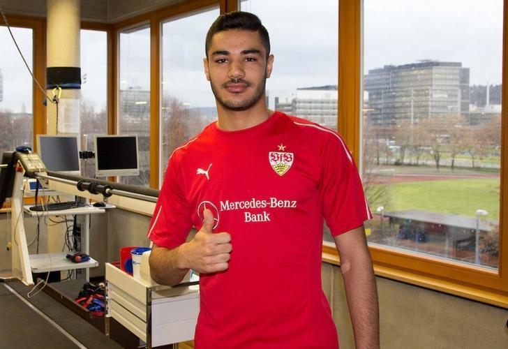 """Ozan Kabak Bundesliga'da """"Yılın en iyi genç oyuncusu"""" ödülüne aday gösterildi"""