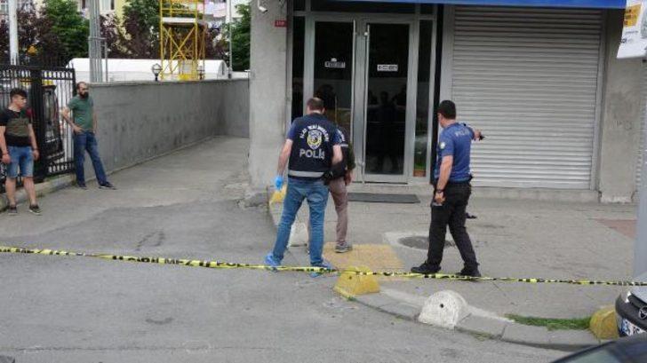 Gaziosmanpaşa'da benzin istasyonunda silahlı kavga: 2 yaralı