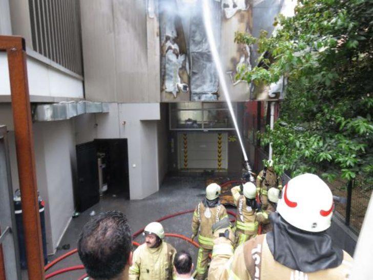 Kadıköy'de bir hastanede yangın çıktı