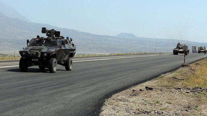 Jandarma aracı, şarampole devrildi: 4 asker yaralı