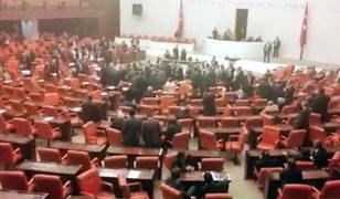 TBMM'de gerekçeli karar gerginliği! AK Partili ve CHP'li vekiller birbirine girdi