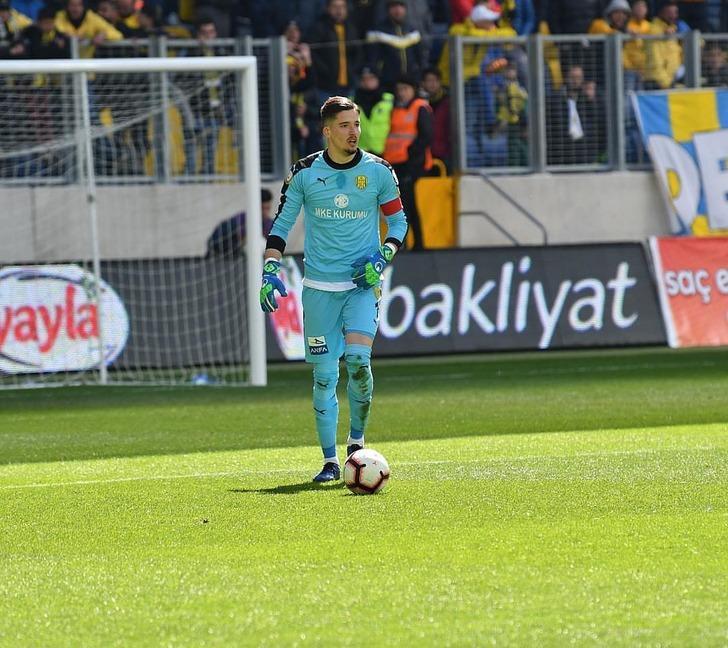 Altay Bayındır'ın Galatasaray'a transfer olduğu iddia edildi!