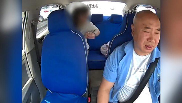 Taksici, bebeğini darp eden kadını polise teslim etti