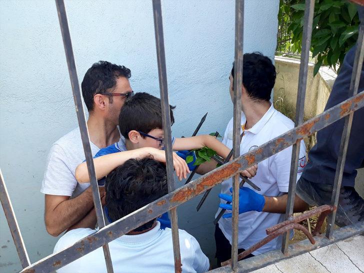 Muğla'da çocuğun koluna demir korkuluk saplandı