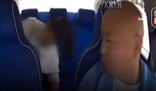 Şoke eden görüntüler! 10 aylık bebeğini acımasızca dövdü