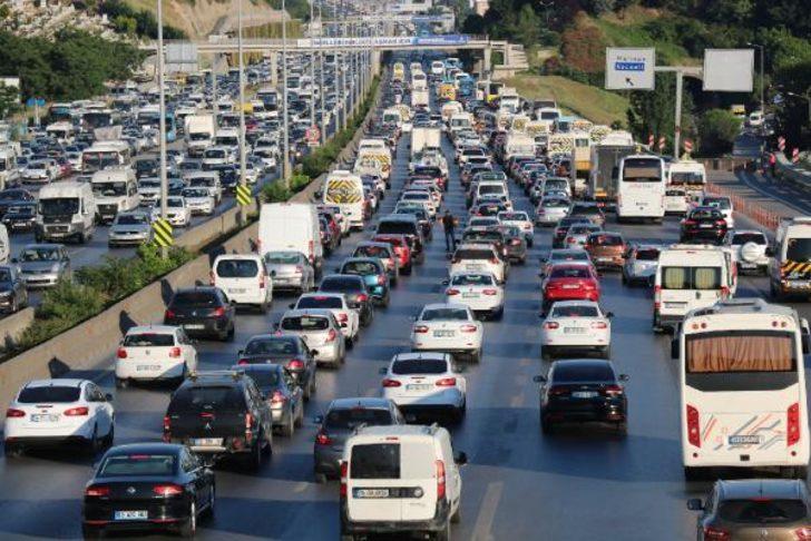 İstanbul'da trafik kilit! Yoğunluk yüzde 71'i buldu