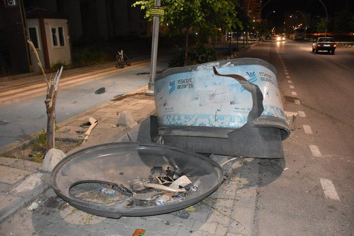 Malatya'da kamyonetle çarpışan otomobildeki 5 kişi yaralandı