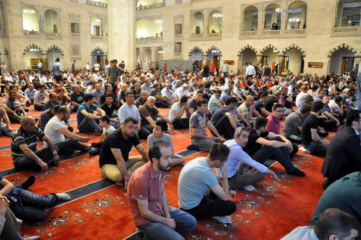 Camiler cemaatle ibadete açıldı mı? Normalleşme süreci camiler için başladı mı?