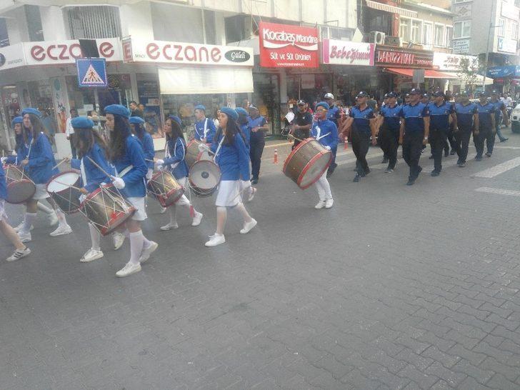 Edremit'te Bayrak Töreni uygulaması tekrar başlatıldı