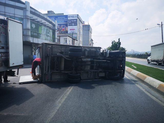 Sancaktepe'de kaza yapan kamyonet metrelerce sürüklendi