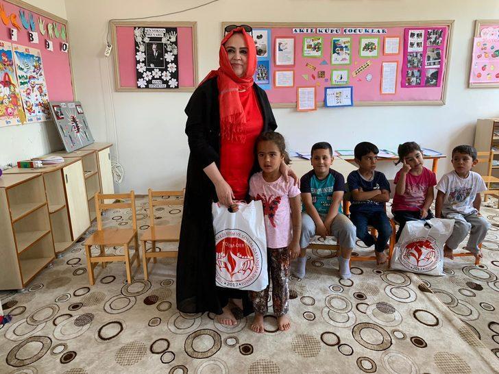 Samsat'ta 1500 çocuğa bayramlık