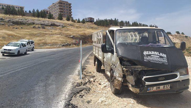 Şanlıurfa'da otomobil ile kamyonet çarpıştı: 10 yaralı