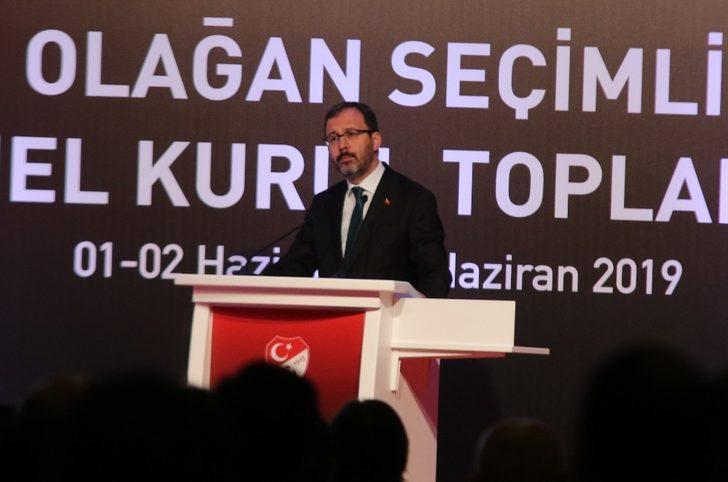Bakan Kasapoğlu TFF Başkanlığı'na seçilen Nihat Özdemir'i kutladı