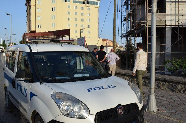 Malatya'da kafasına kiremit düşen işçi yaralandı