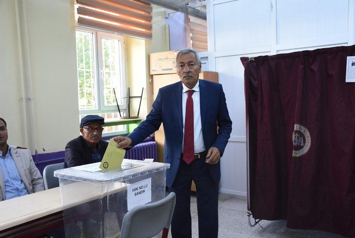 Kırıkkale'nin Keskin ilçesinde oy verme işlemi başladı (2)
