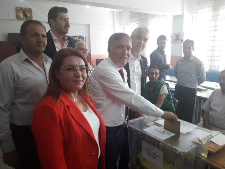 Honaz'da adaylar oylarını kullandı