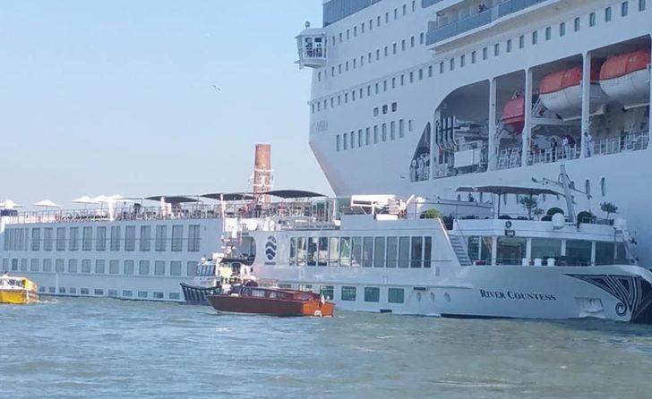 Kontrolden çıkan cruise gemisi, bir gemiye ve limana çarptı