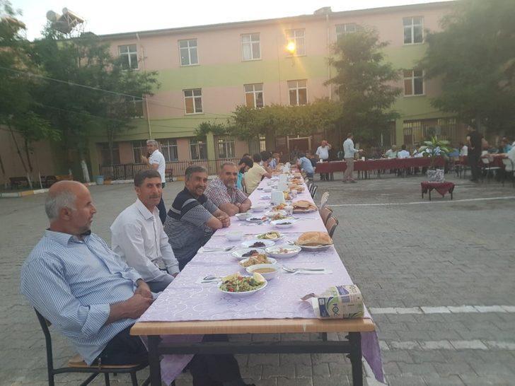 Çınar'da öğrenciler iftarda buluştu