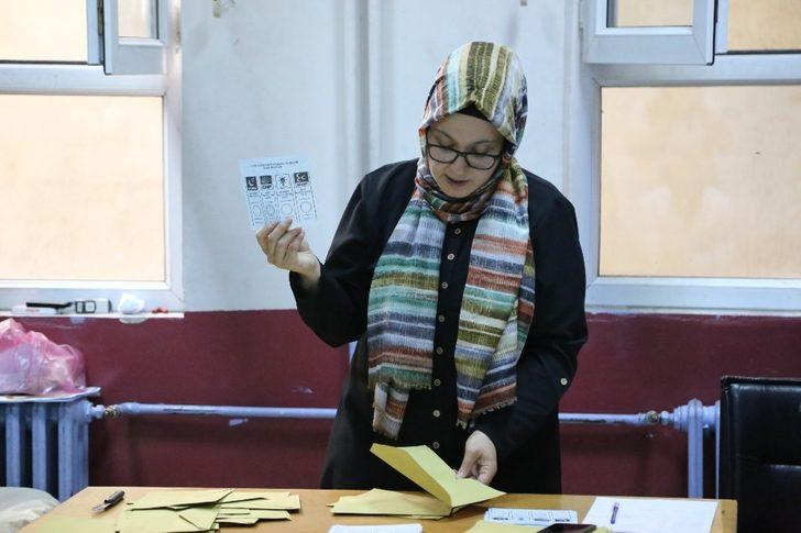 Yusufeli'nde oy verme işlemi bitti sandıklar açılmaya başladı